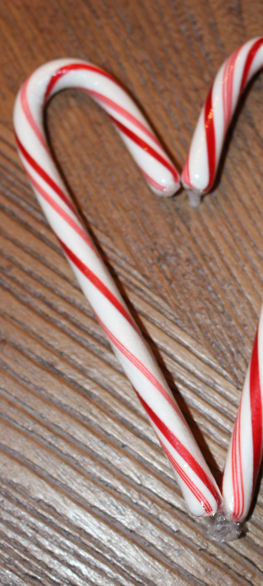 Candy Cane Game. Christmas Fun www.goodlifeofahousewife.com