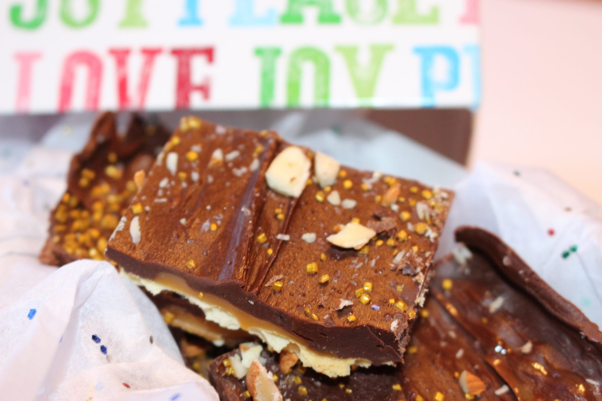 Super Addictive & Easy Christmas Bark