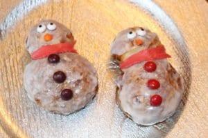 Super Easy & Fun Snowman Cinnamon Rolls!  Good Life of a Housewife www.goodlifeofahousewife.com
