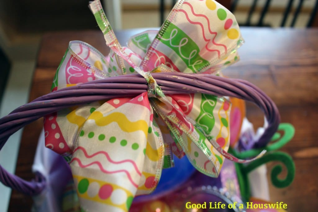 How to make a Dollar Store Easter Basket Bow | Good Life of a Housewife| www.goodlifeofahouswife.com
