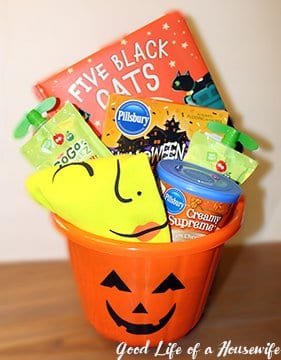Halloween is so much fun with Toddlers. I wanted to do something fun for Libby for Halloween. I made a basket with pajamas, a book, and some halloween snacks| Halloween Toddler Ideas | Halloween for Kids